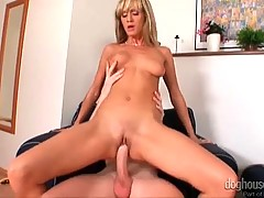 Naked and lovley slut is doing her job fantastically